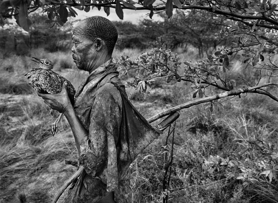 Sebastião Salgado è uno dei fotografi contemporanei più apprezzati che con la sua potenza evocativa rafforza il ruolo dell'arte nel suo dare i nomi alle cose.