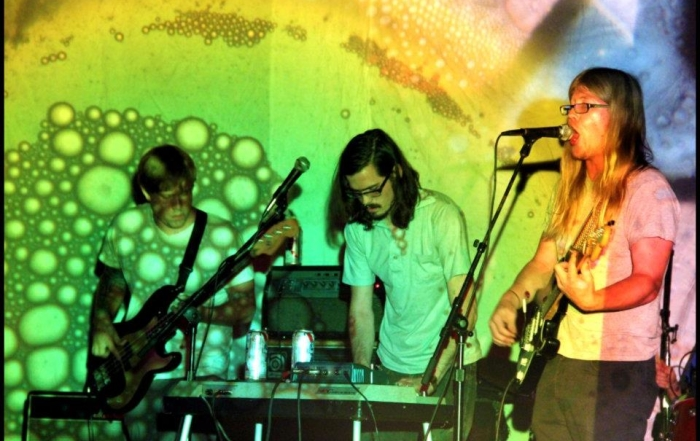 Dio benedica il reverbero Holy Wave in concerto